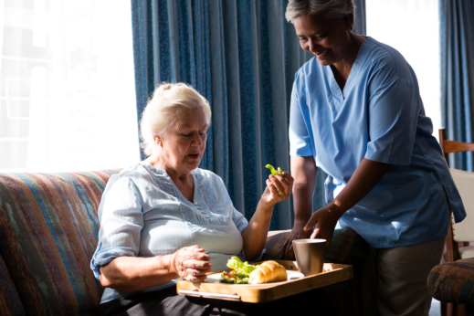 5 Tips: Ensure That Granny Is Eating Nutritious Meals